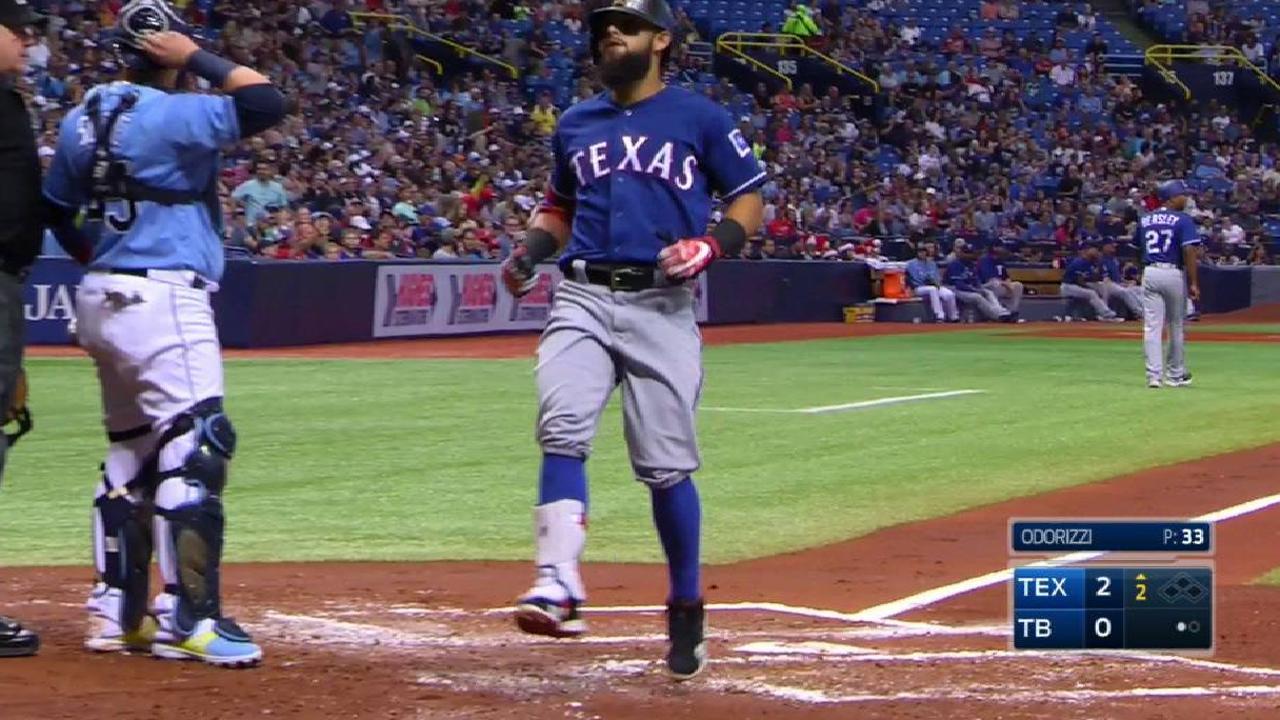 Rangers barren a Rays detrás de dos jonrones de Odor