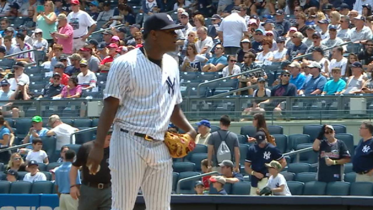 Severino sets tone as Yanks pile on vs. Reds