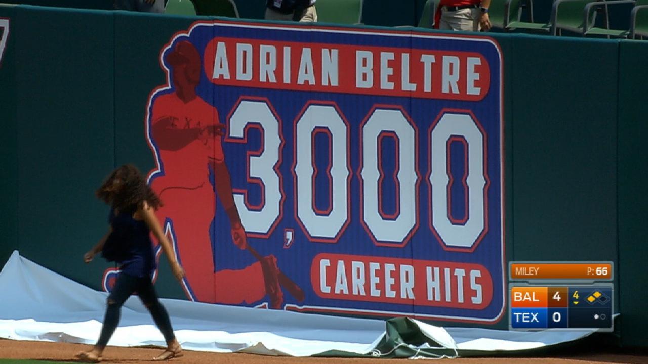 Adrián Beltré afianza su puesto entre las leyendas