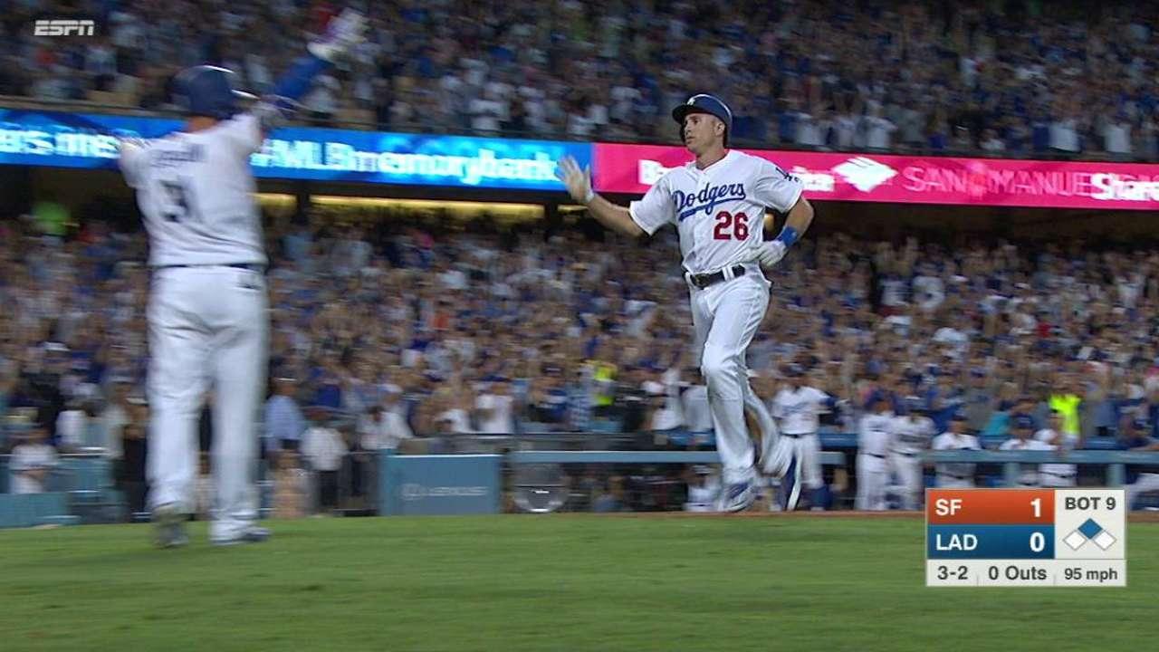 Puig empata en la novena y Dodgers ganan en extrainning