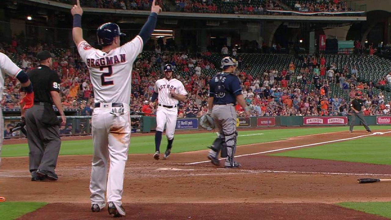 Altuve hits .485 in historic July