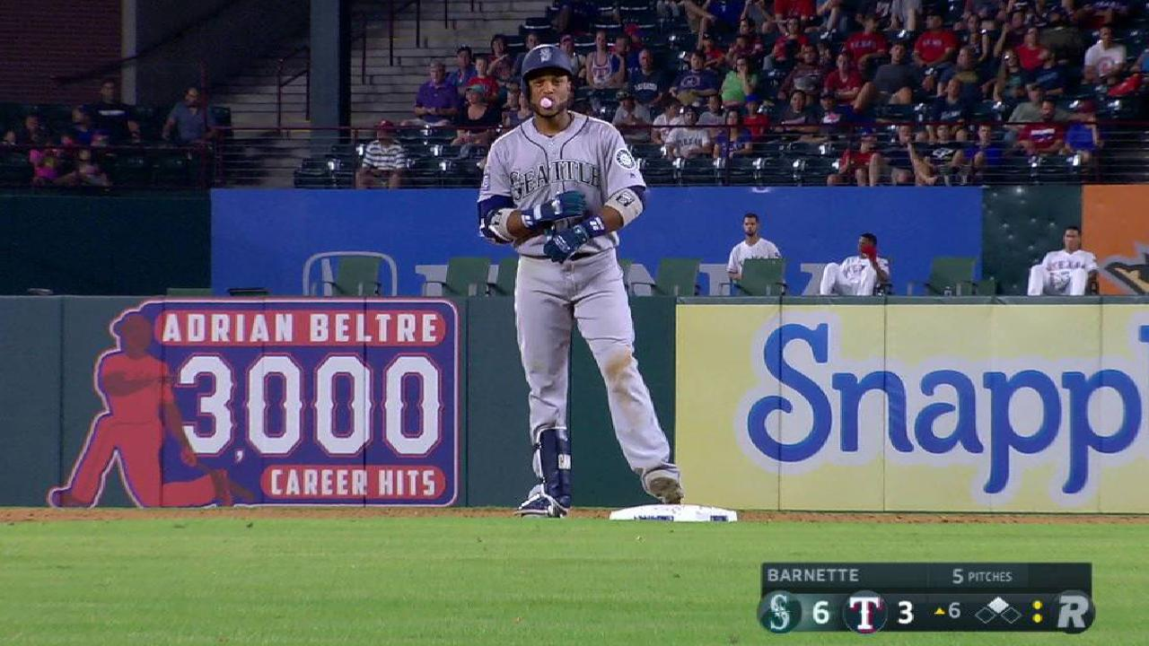 Mariners hang on in Texas to win 4th straight
