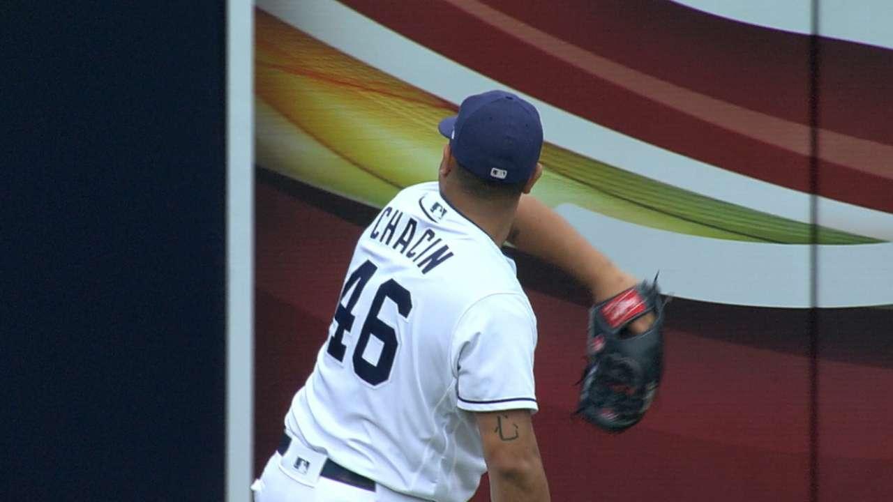 Chacin's gem helps Padres edge Twins