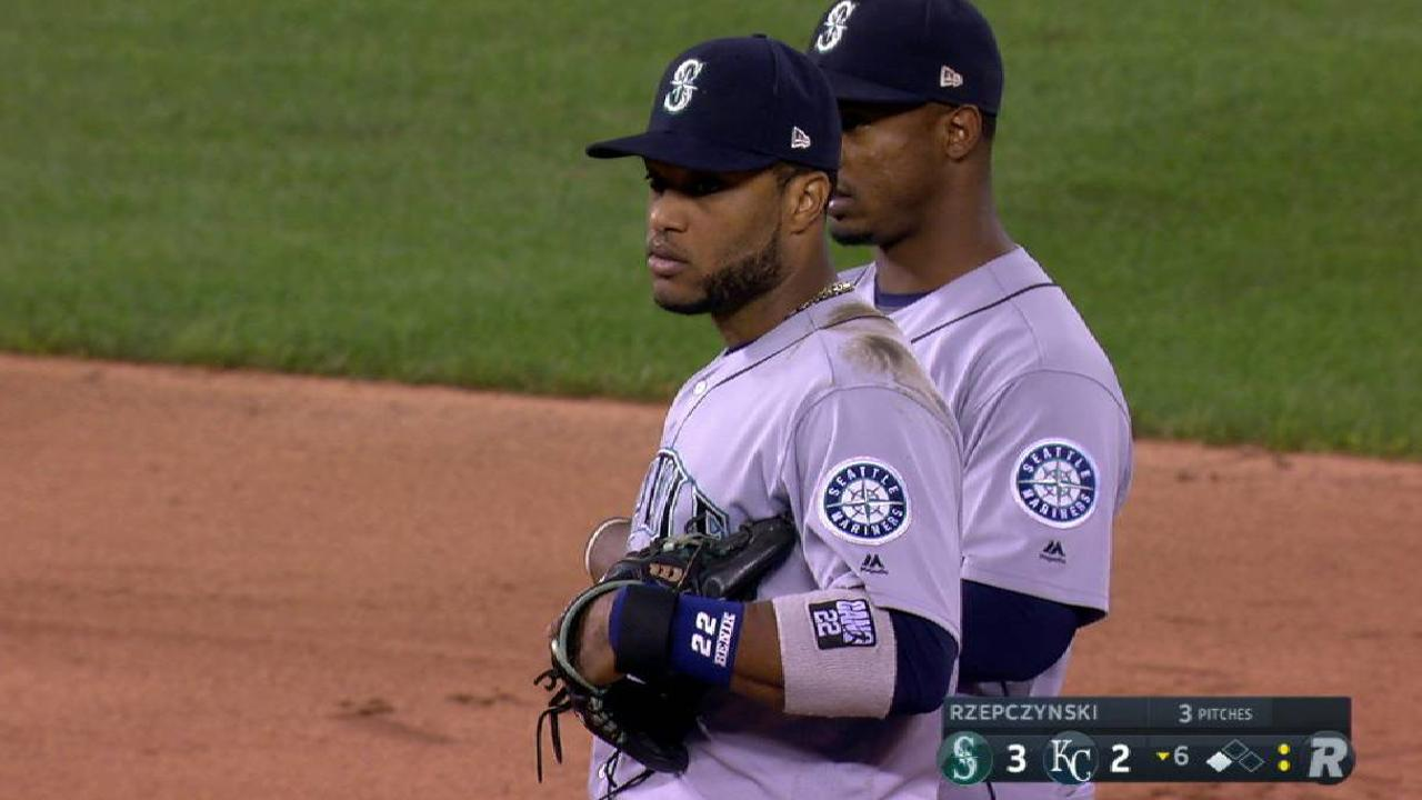 Mariners 'shift' spots on defense to help Cano