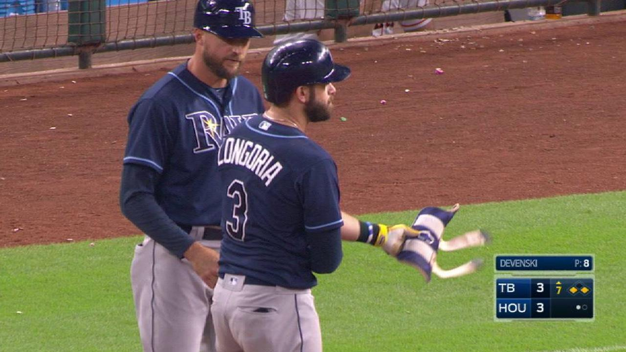 Dickerson capitalizes on miscue