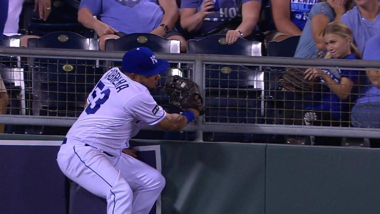 Melky delivers with stellar catch, RBI single