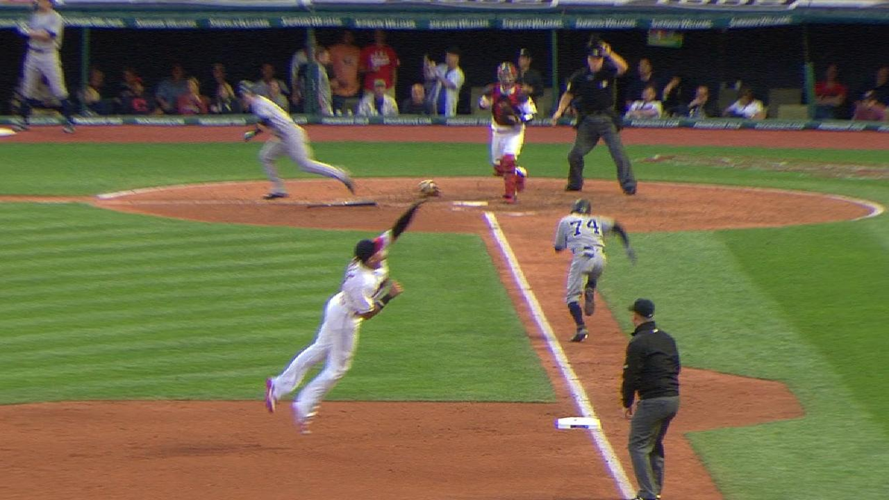 Urshela's pinpoint defense unwinds Yankees
