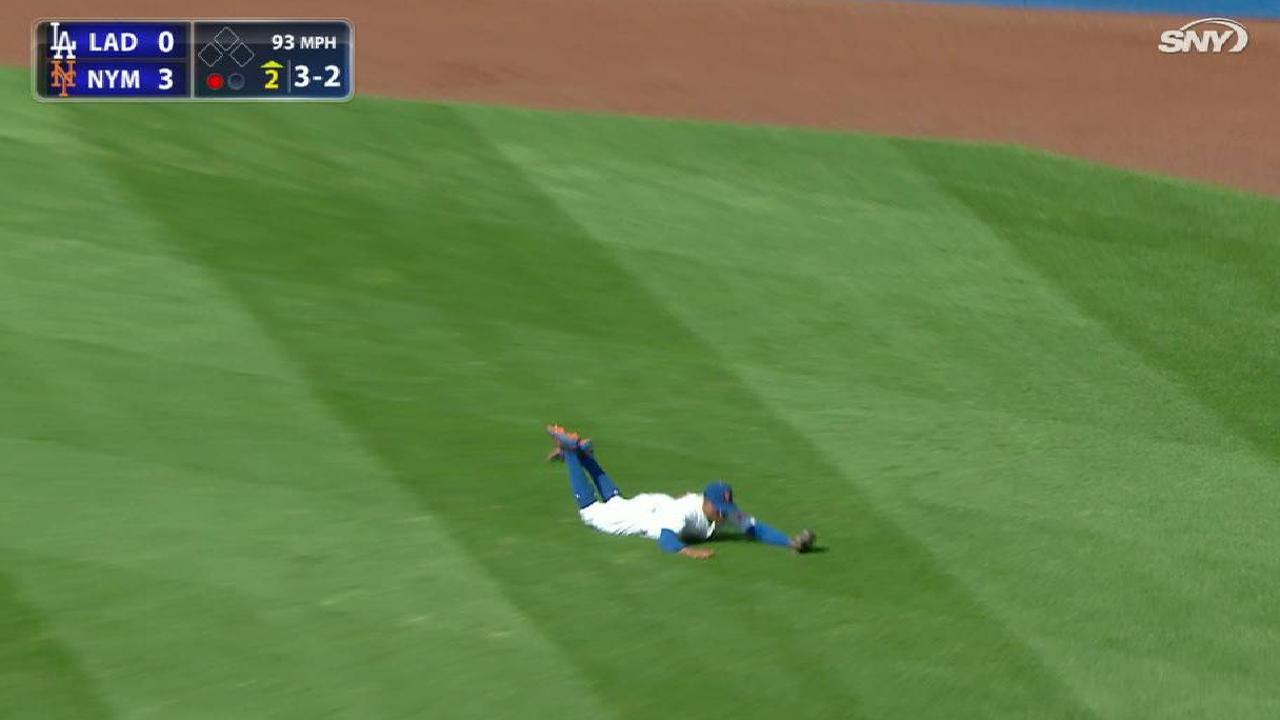 Granderson's slick catch