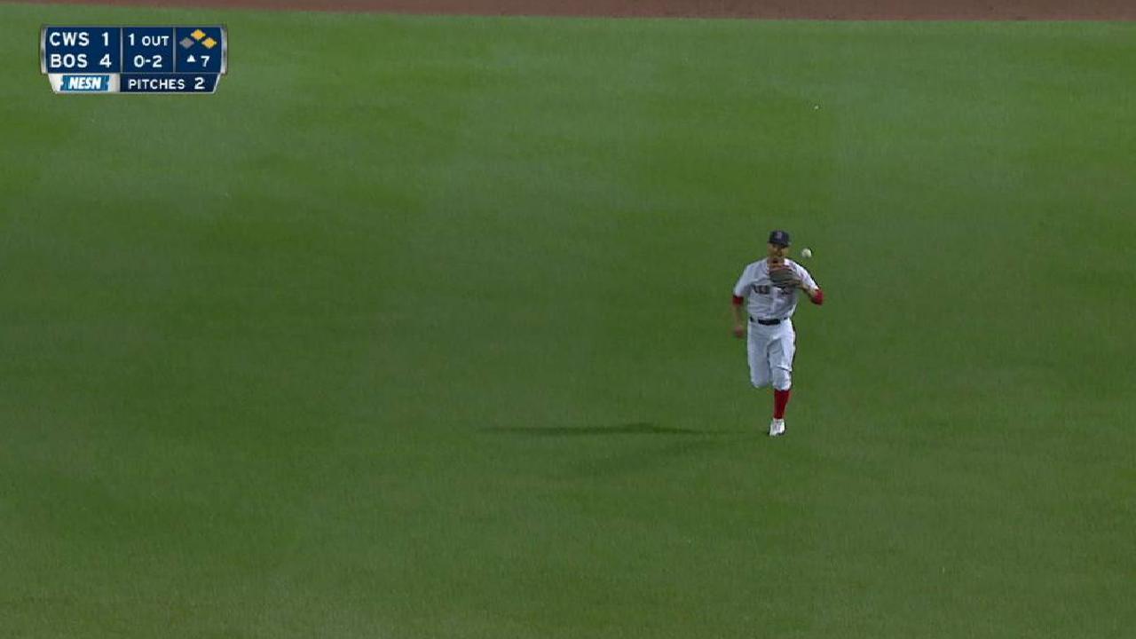 Betts turns inning-ending DP
