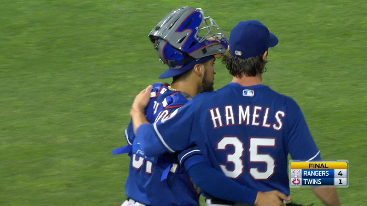 Hamels changes pace in complete-game win