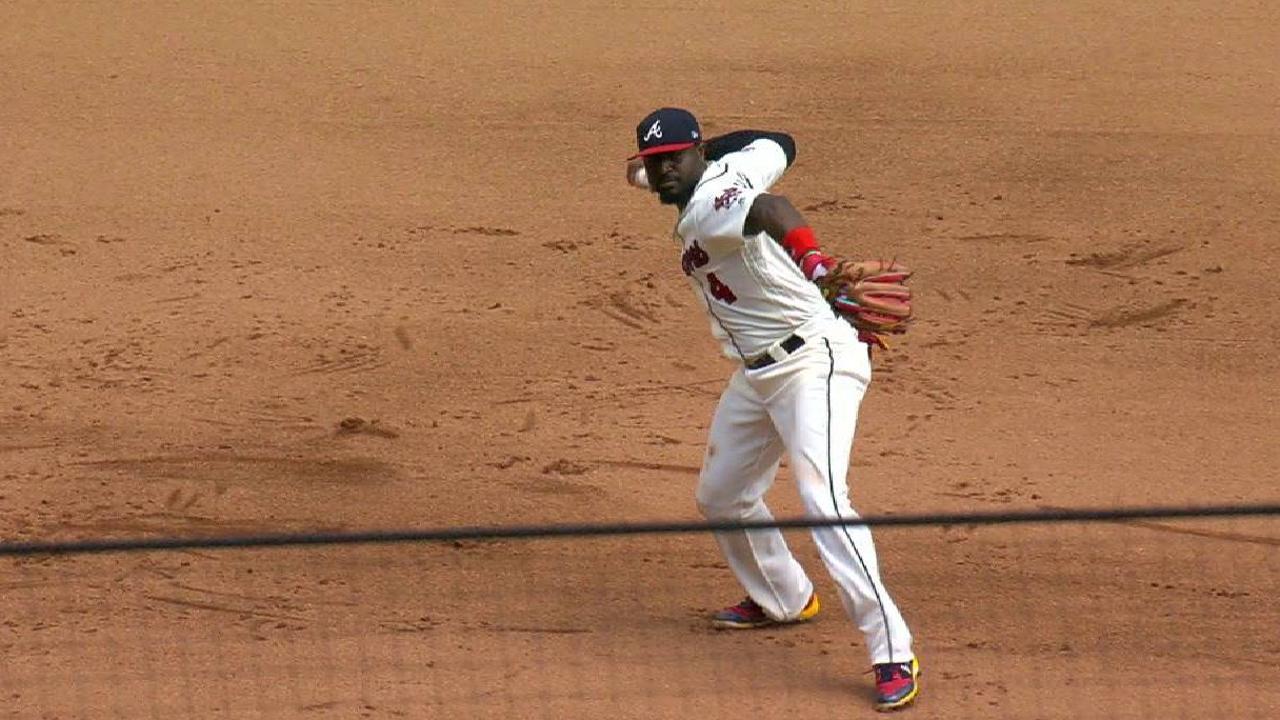 Brandon Phillips acepta pasar a la tercera base