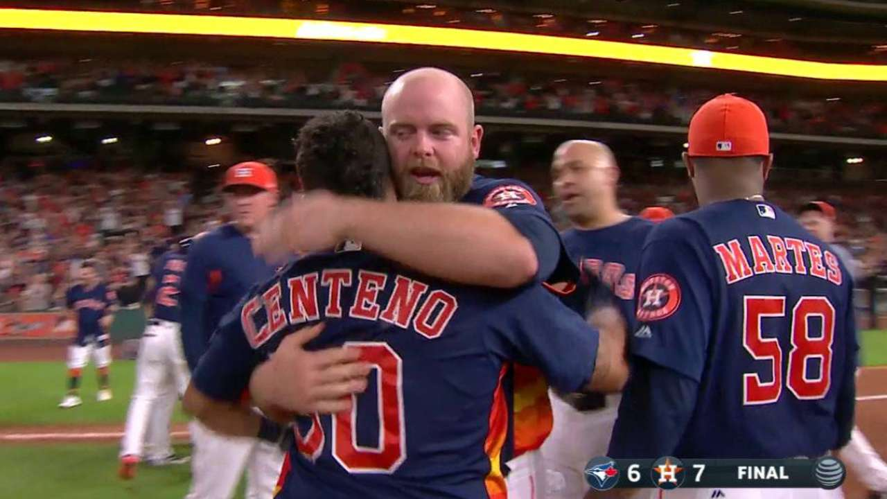 Astros rally for 4 in 9th, walk off vs. Blue Jays