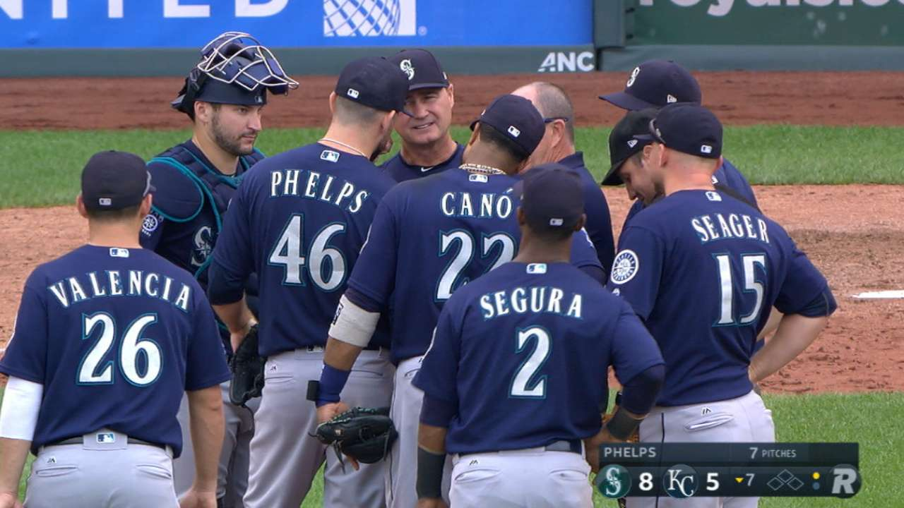 Elbow issue forces Mariners' Phelps to DL