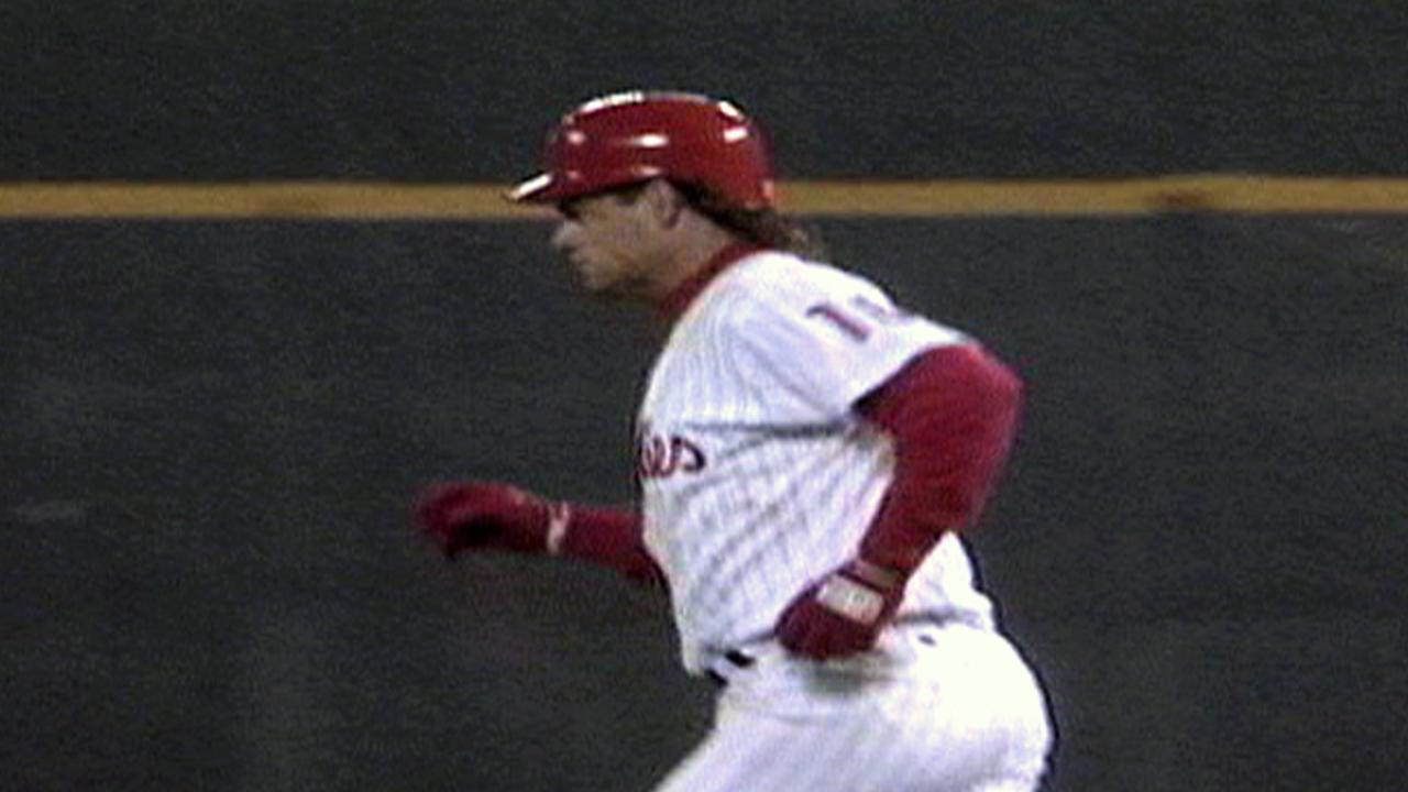 Daulton's homer gives Phils lead