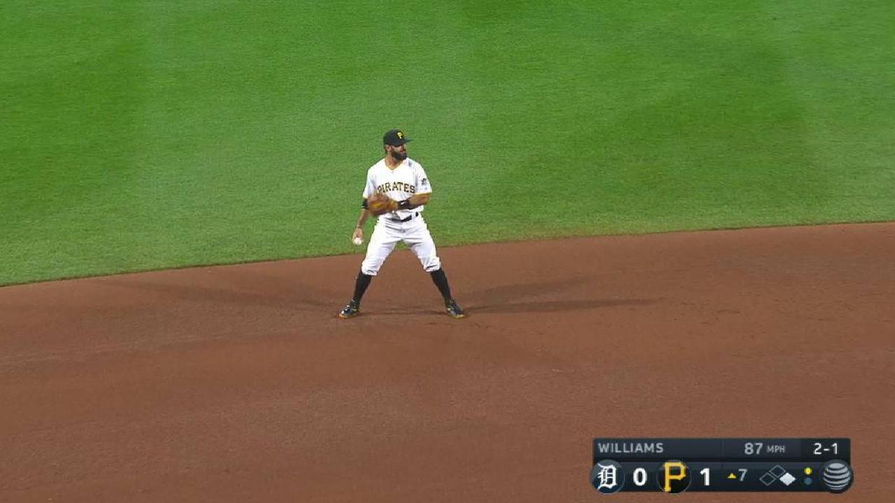 Rodriguez snags a liner