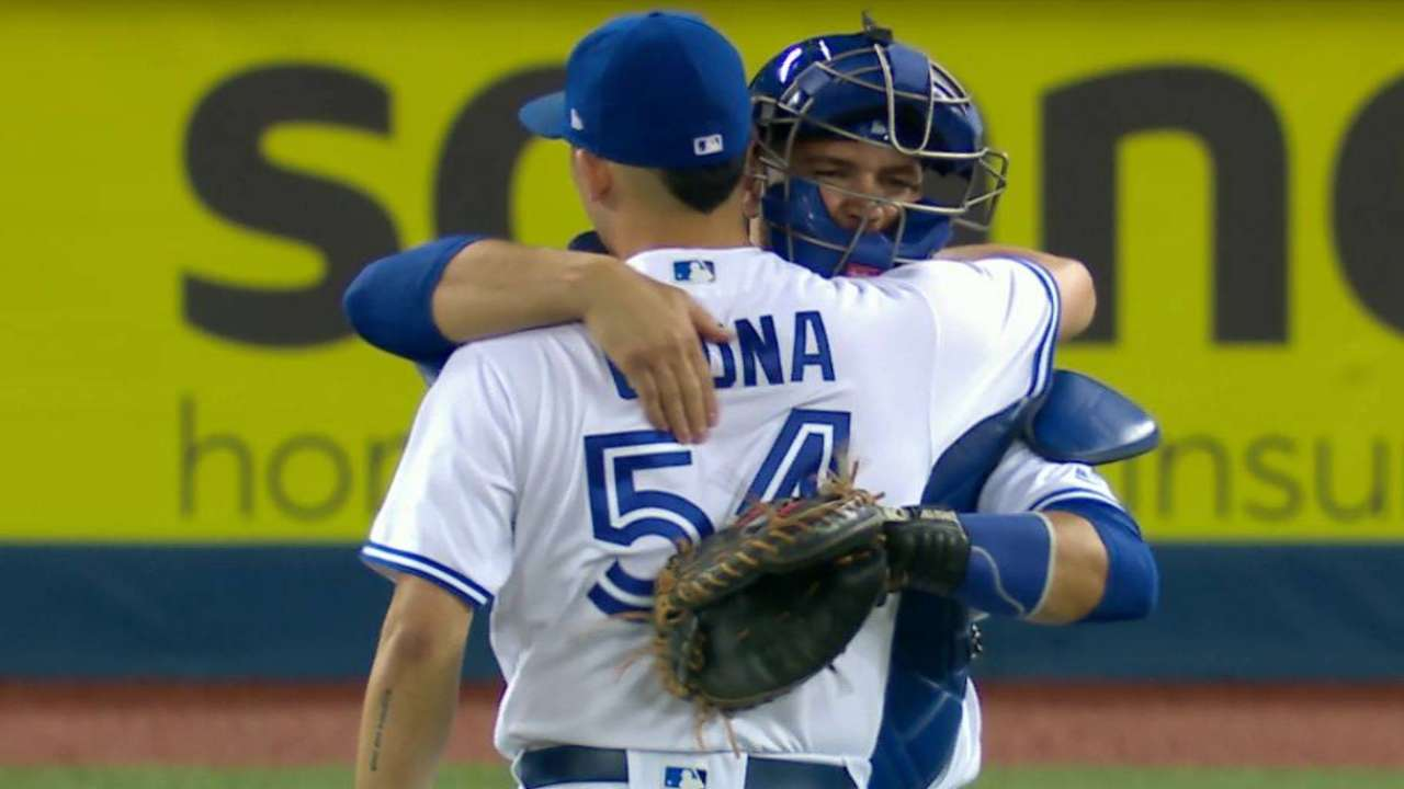 Osuna rebounds, caps sweet relief with save