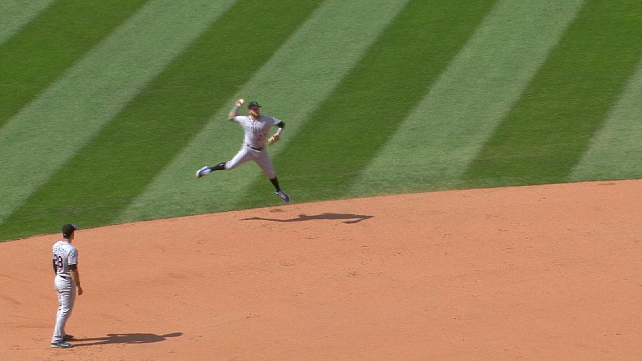 Despite hand injury, Reynolds does part