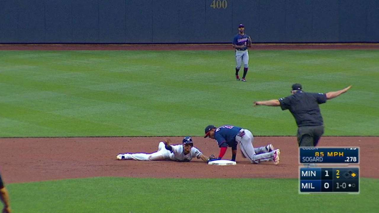 Arcia's crafty slide
