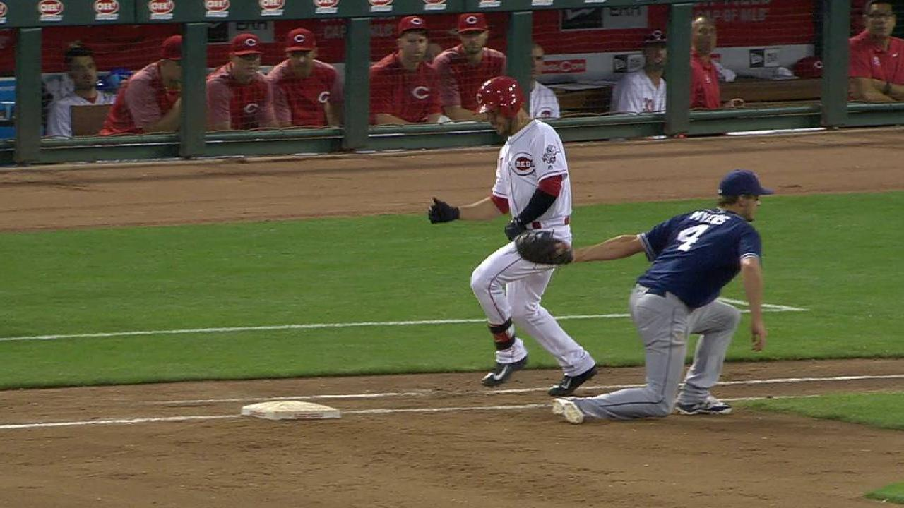 Suarez avoids the tag at first