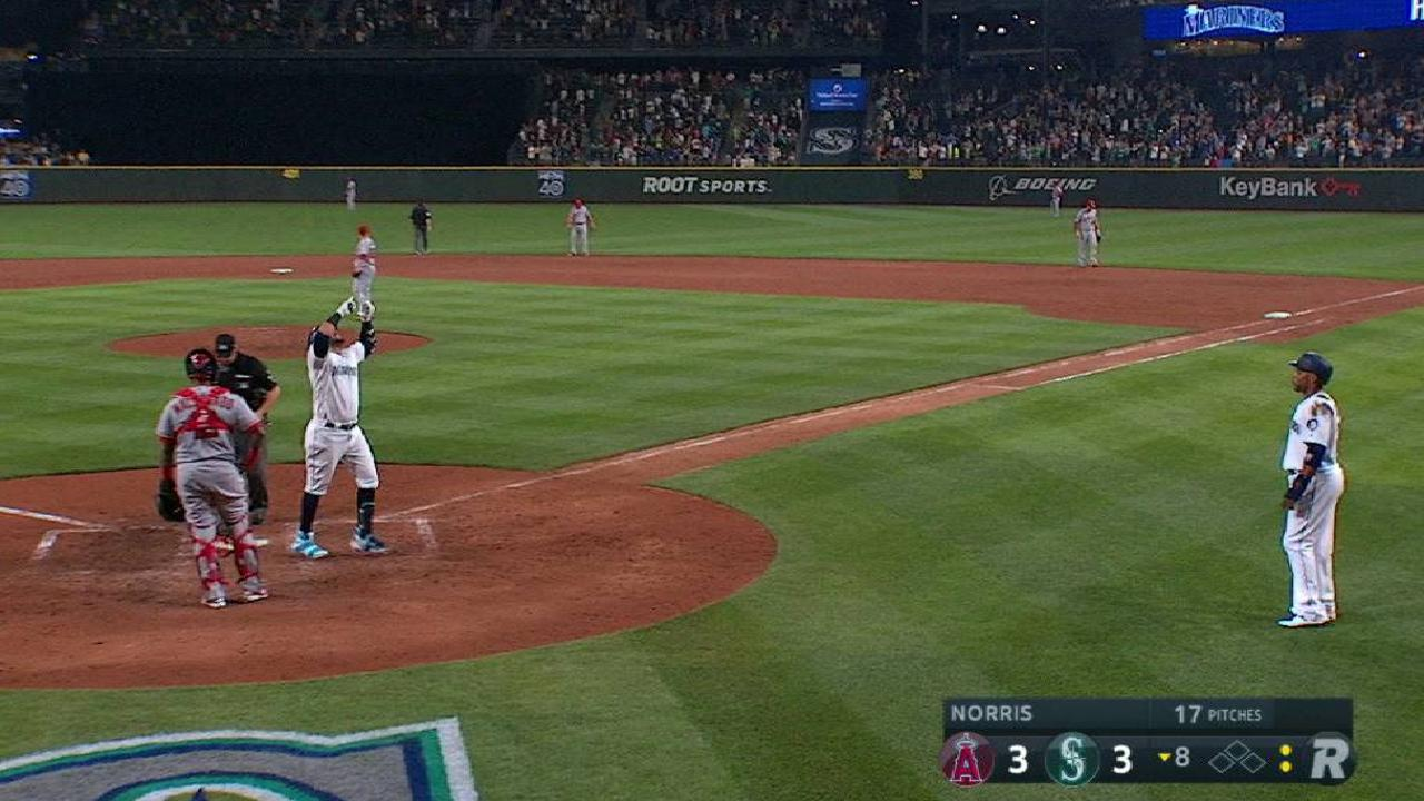 Cruz's clutch game-tying homer