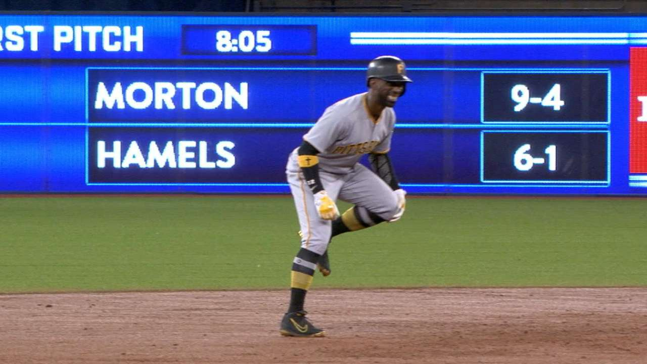 McCutchen exits game with injury