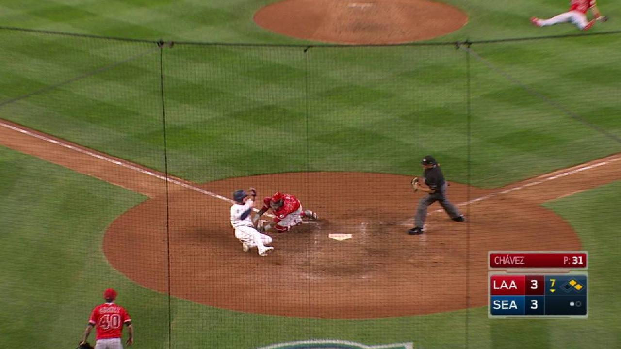 Simmons nabs Alonso, saves a run