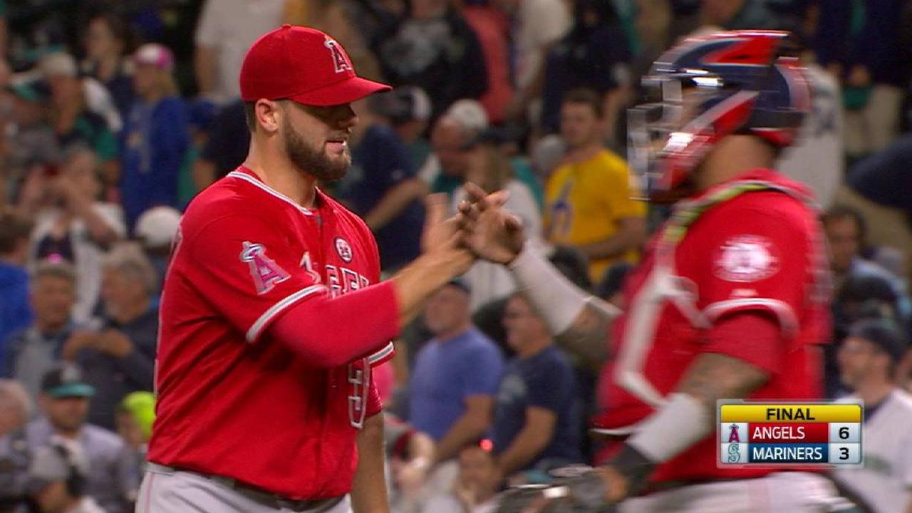 Bedrosian earns the save