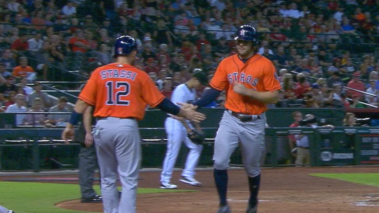 Astros atacan temprano y doblegan a D-backs
