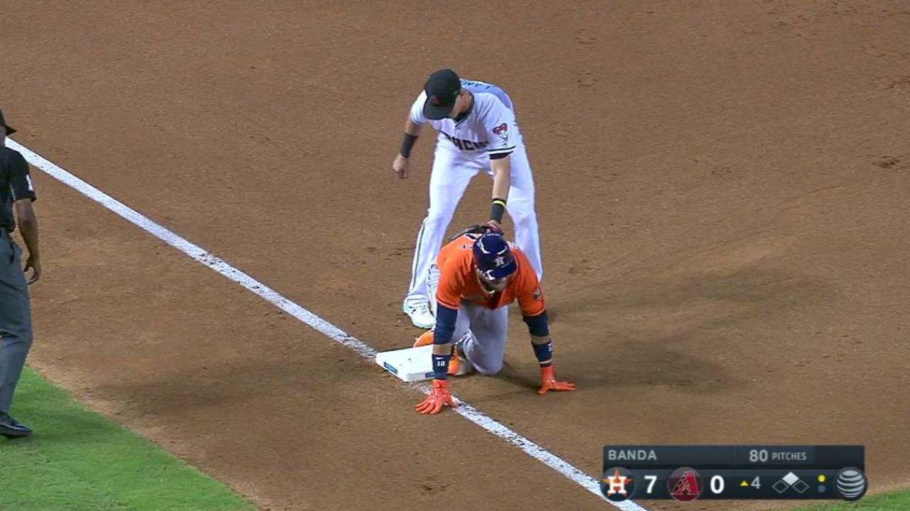 Gurriel dispara su primer triple en las Mayores