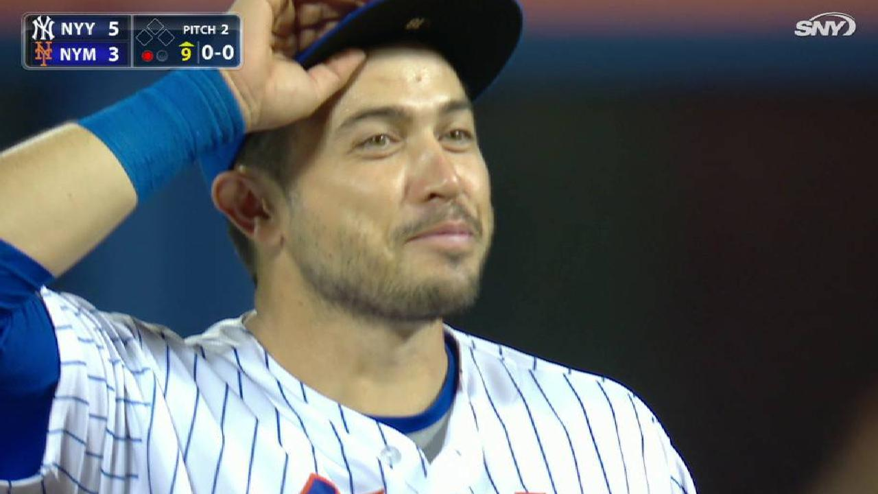 d'Arnaud catches a popup