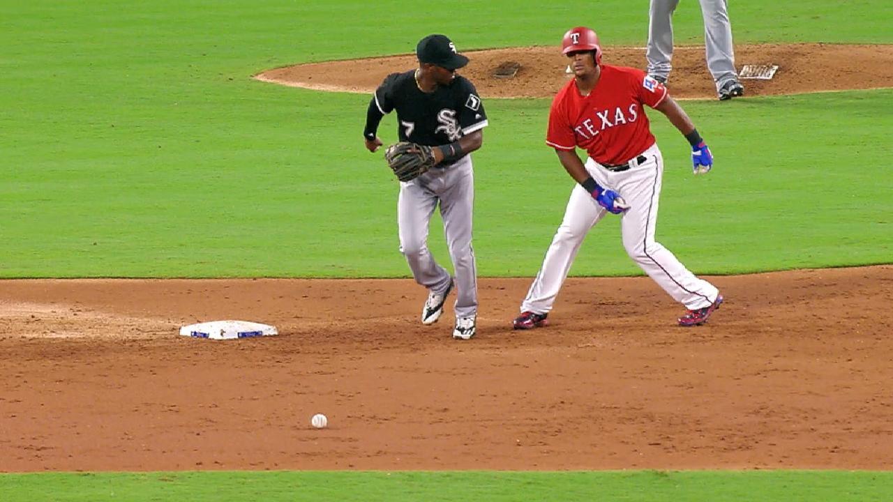 Adrián Beltré volvió a entretener a todos al dar un giro en las bases