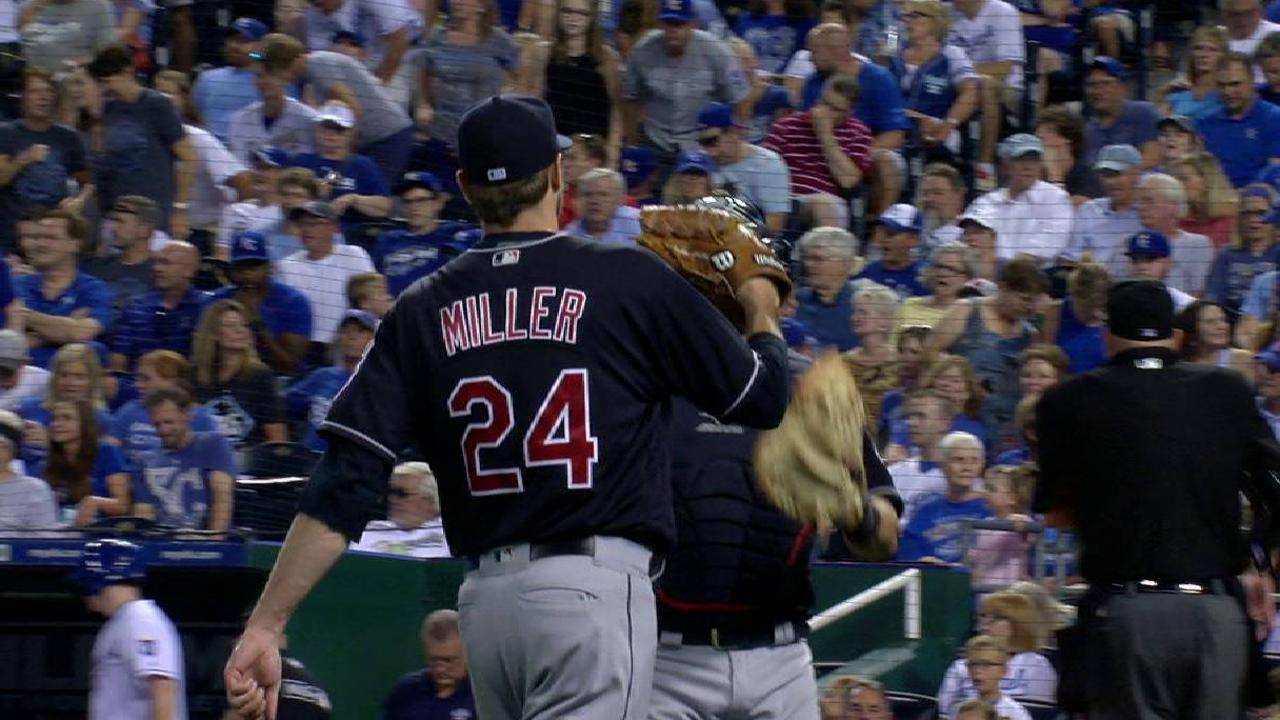 Miller escapes a jam in the 6th