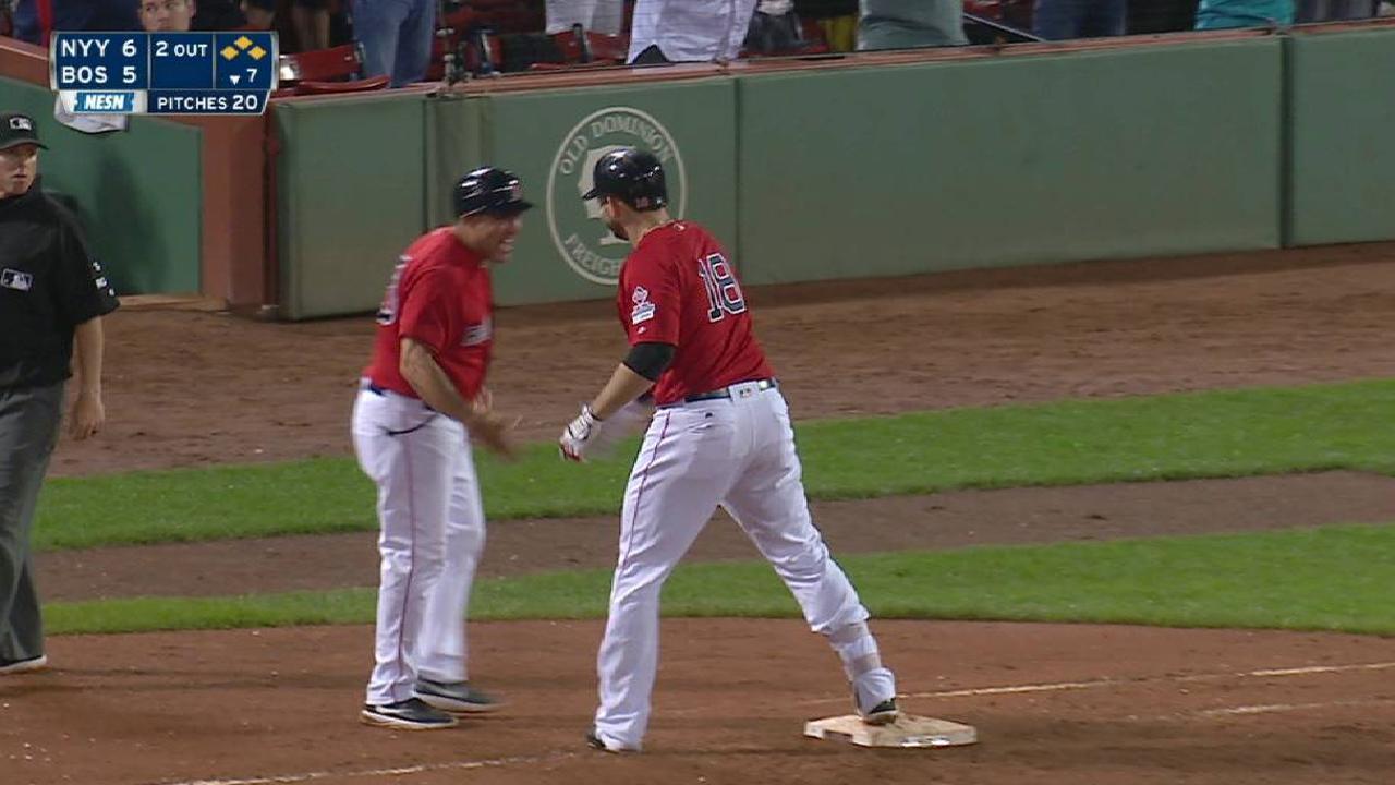 Moreland cumple y Medias Rojas hilan triunfo para vencer a Yankees