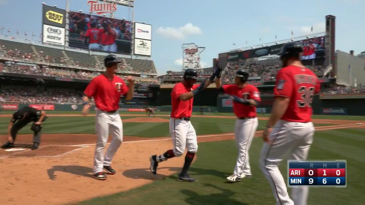 Twins sweep D-backs behind early outburst