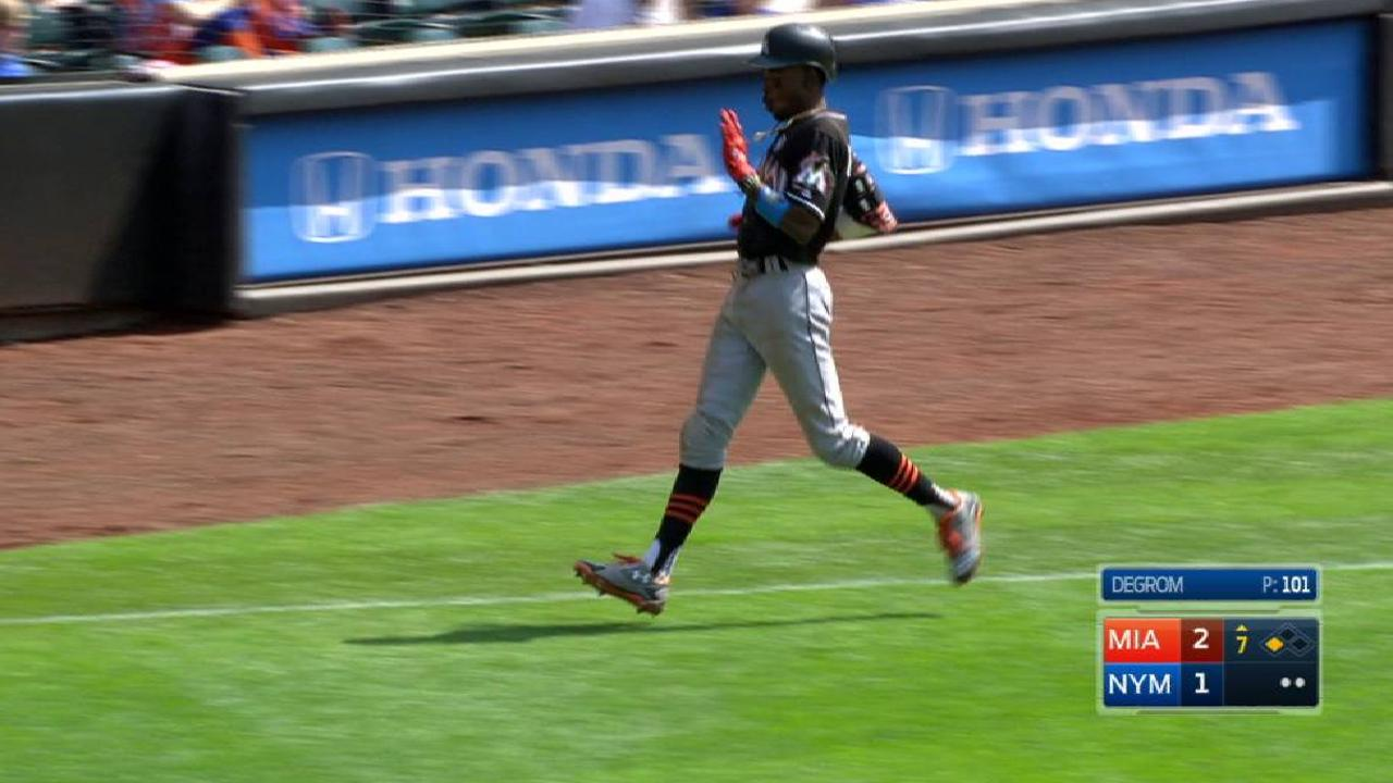 Rosario's miscue costs deGrom, offers lesson