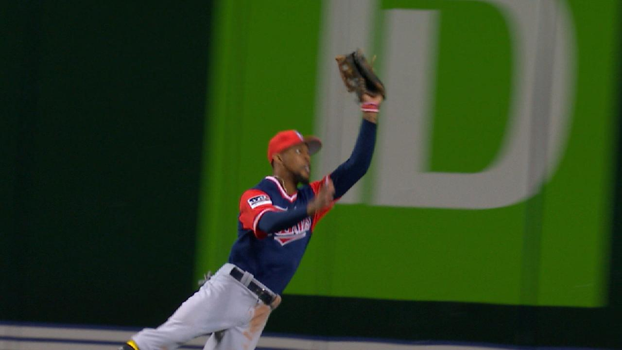 Must C: Buxton's athletic catch
