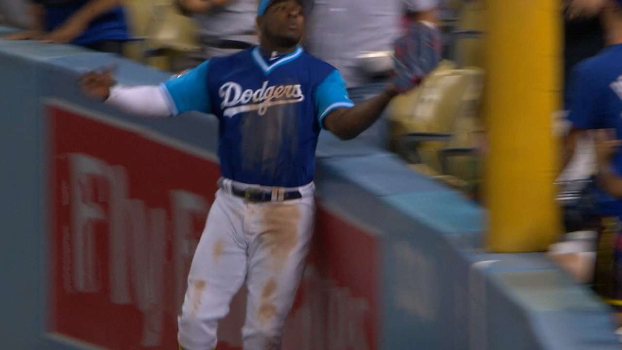 Puig leaps and robs a home run