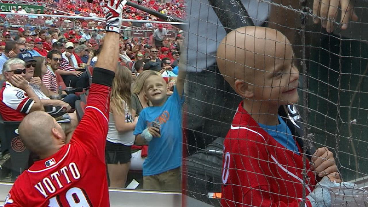 Votto attends visitation for 6-year-old fan