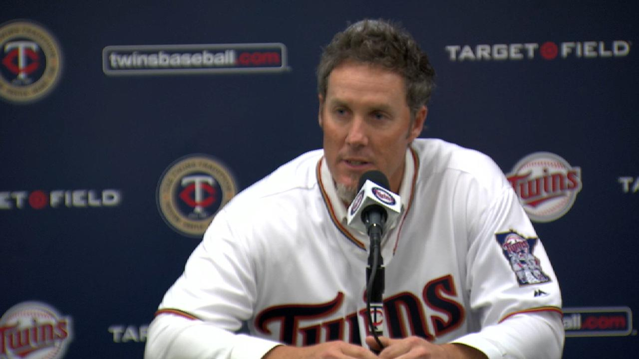 Nathan officially retires, honored by Twins