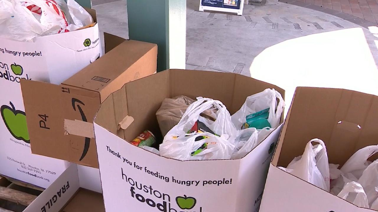 Astros collect food for victims