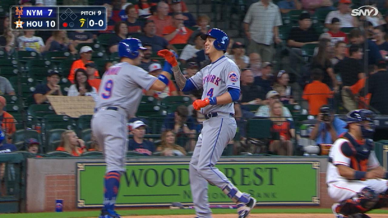 Flores' 7th-inning grand slam
