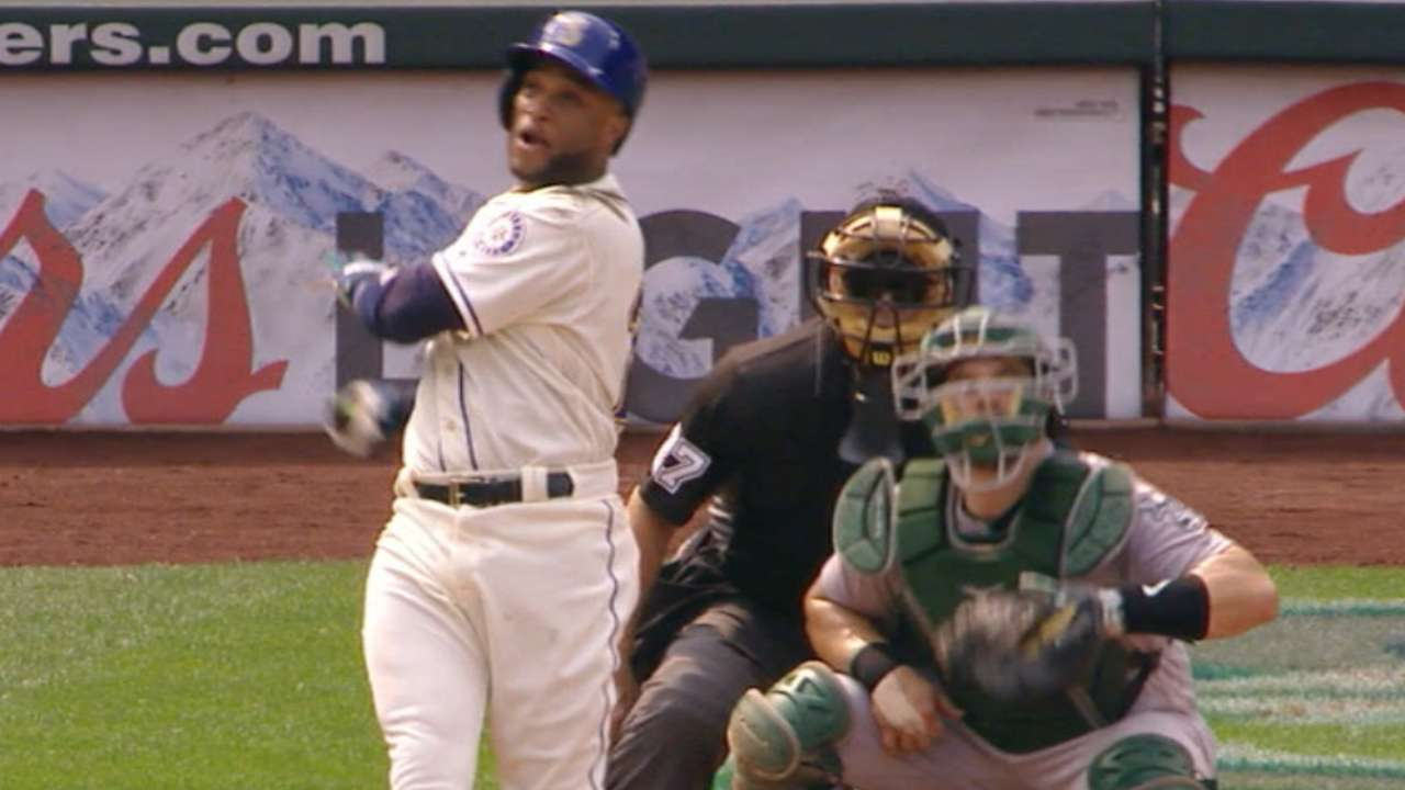 Mariners sweep A's, gain ground in Wild Card