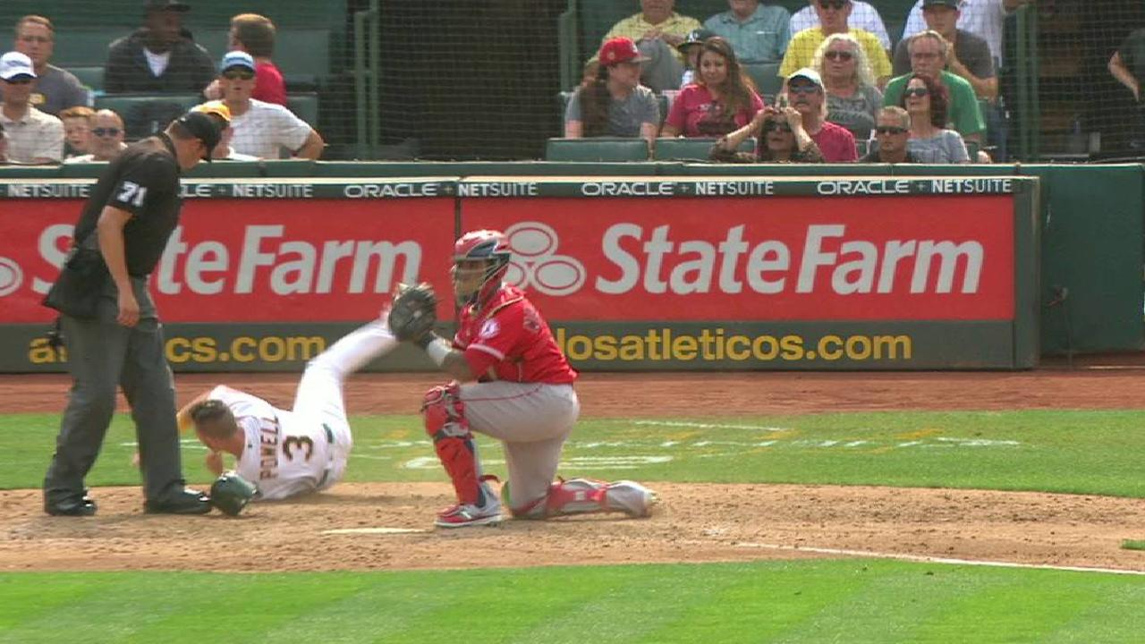 Simmons nabs Powell at the plate