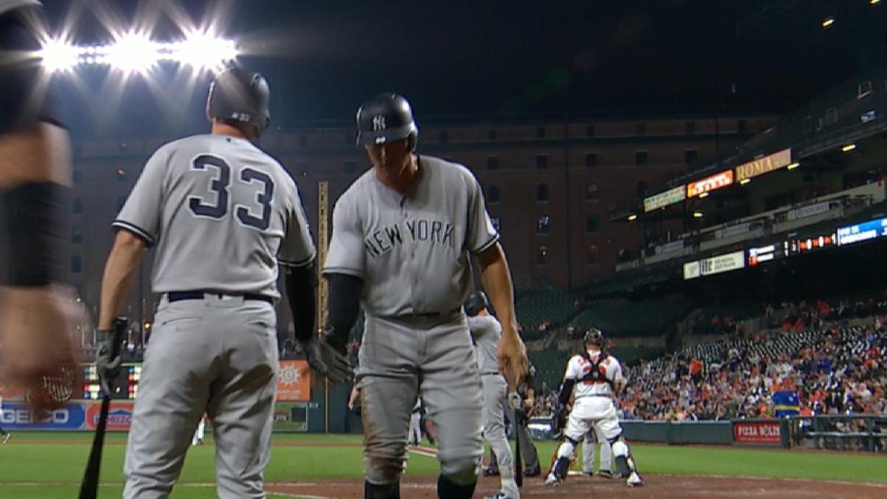 Yanks can't hold 5-run lead, fall on walk-off