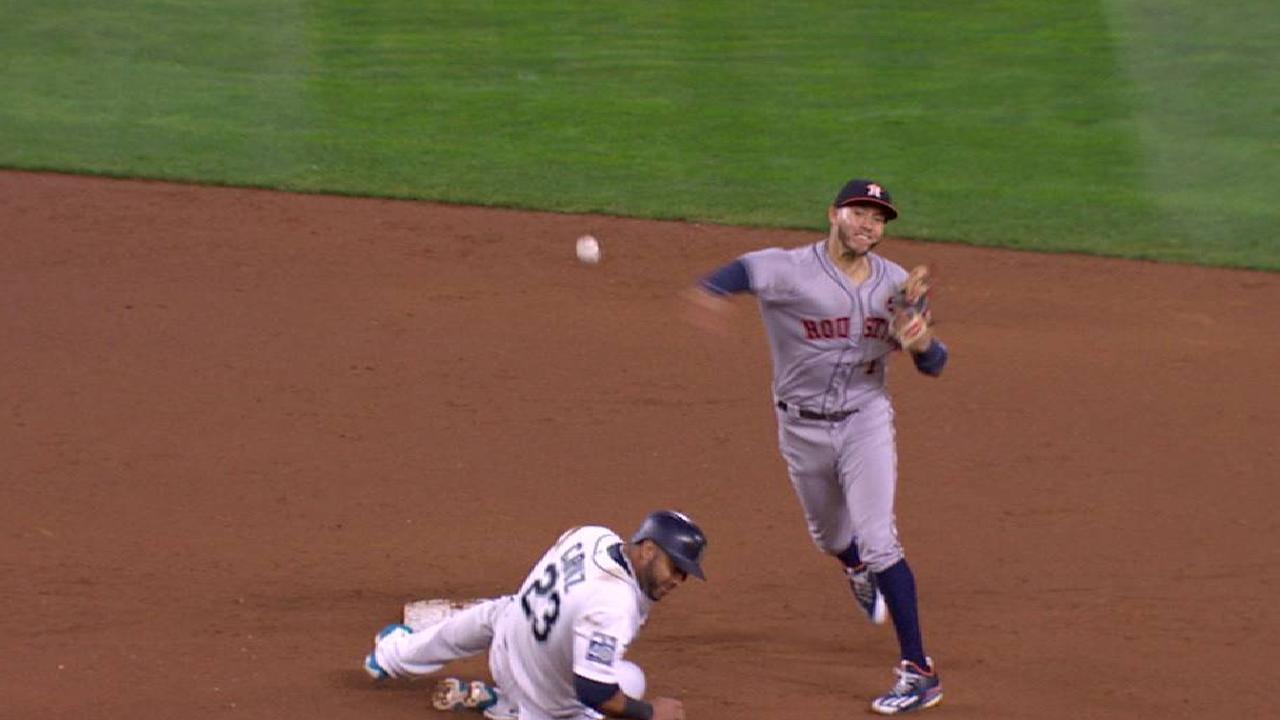 Astros turn crisp double play