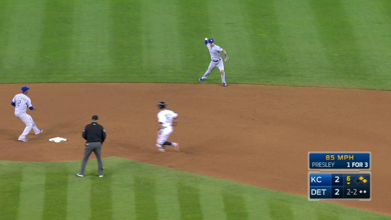 Hammel escapes a jam in the 6th