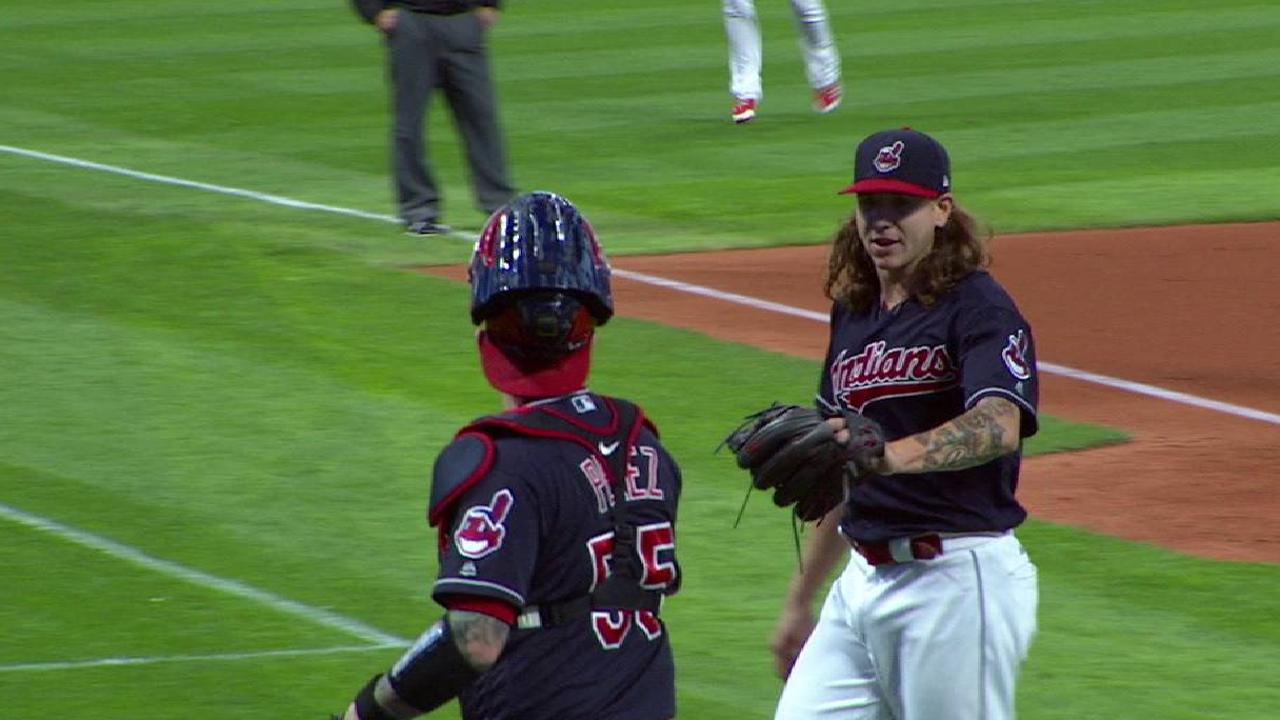 Clevinger strikes out Schoop