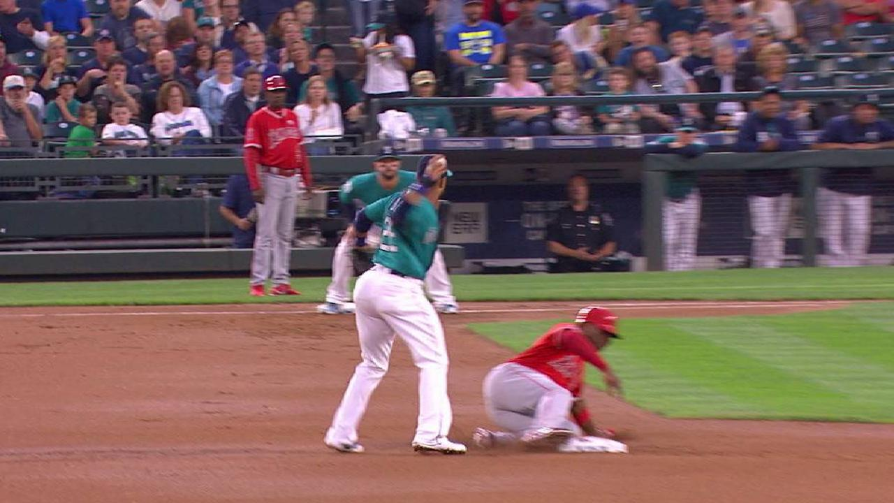 Leake induces a double play