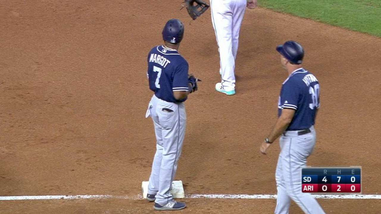 Padres estallan en Arizona y cortan racha de victoria de D-backs