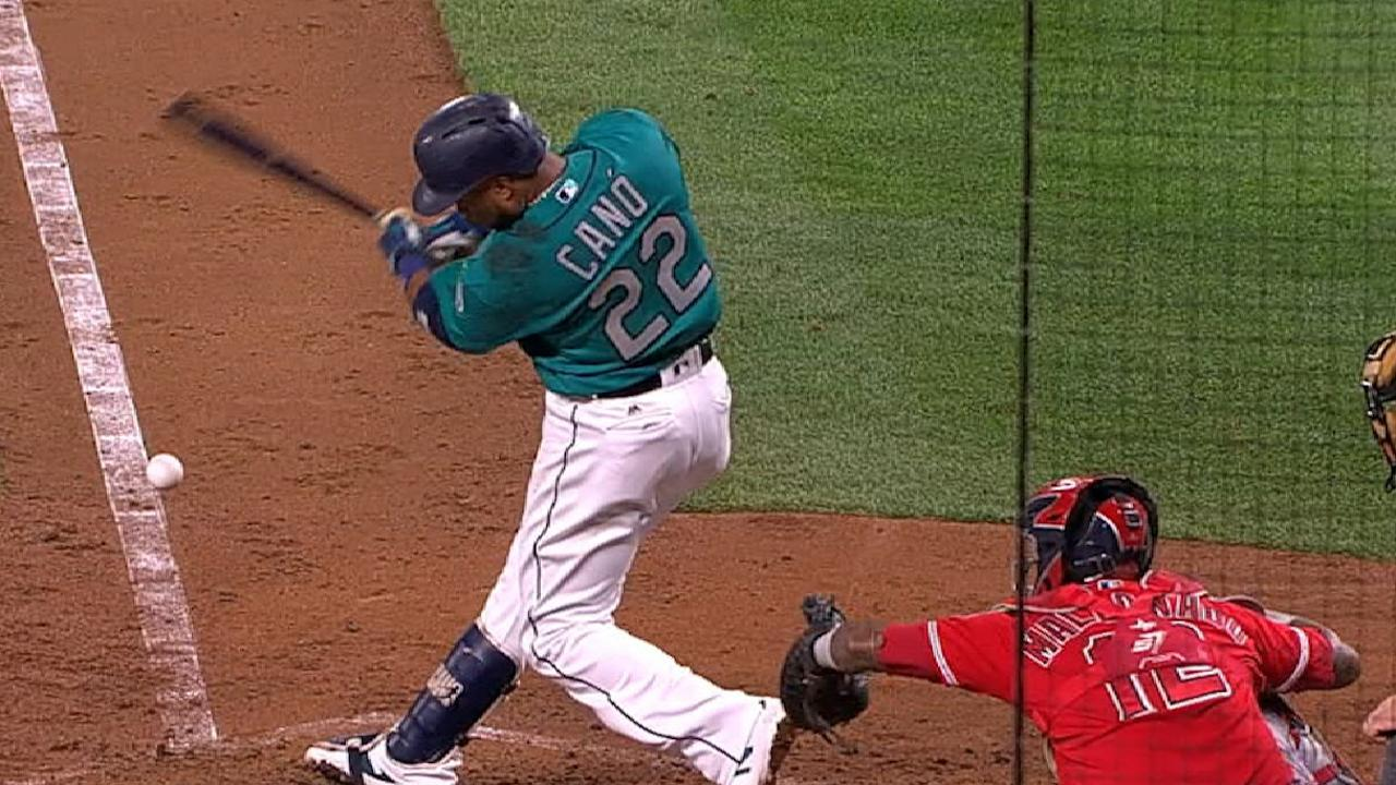 Cano doubles off first-base bag